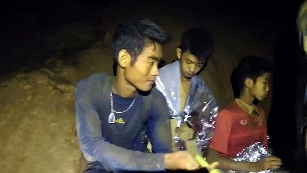 Khoảnh khắc đội bóng Thái Lan được tìm thấy
