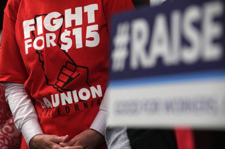 Mức lương tối thiểu $15 sẽ khiến 1.4 triệu người Mỹ thất nghiệp