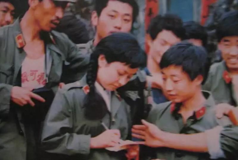 Vợ Tập Cận Bình đã từng hát cổ vũ lính Trung Quốc trong chiến tranh biên giới - Ảnh 1