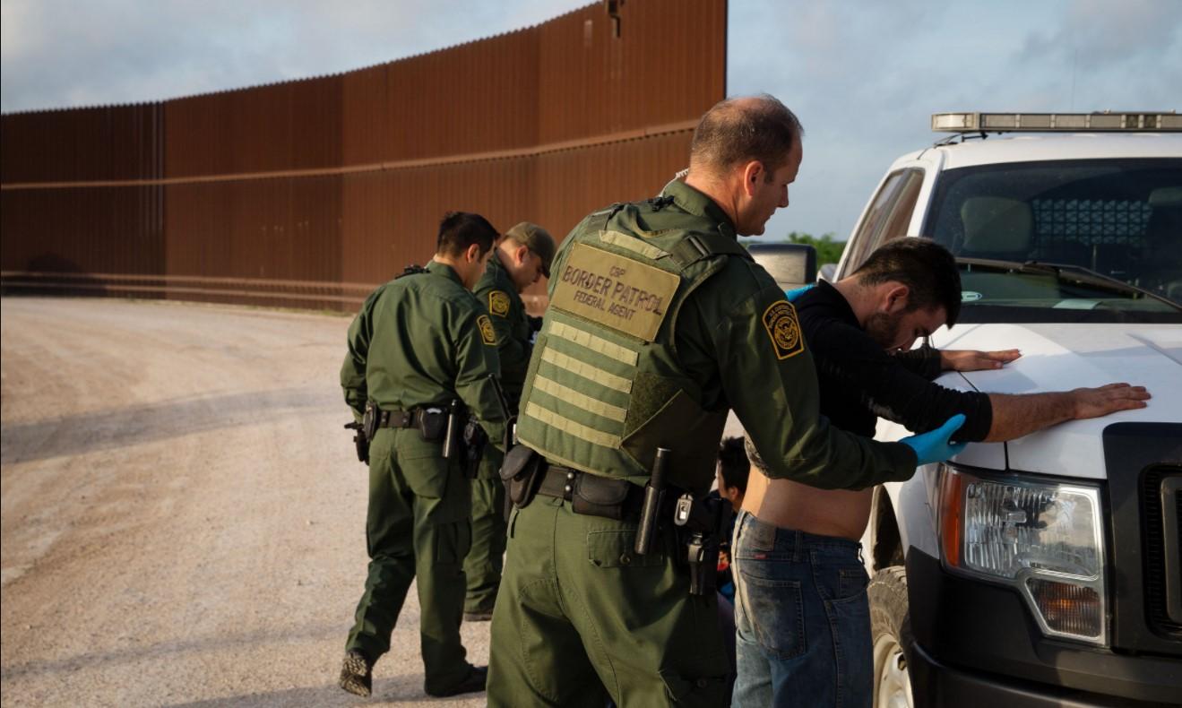 Nước Mỹ hoang mang vì chính quyền Biden cho phép tội phạm tình dục cư trú bất hợp pháp