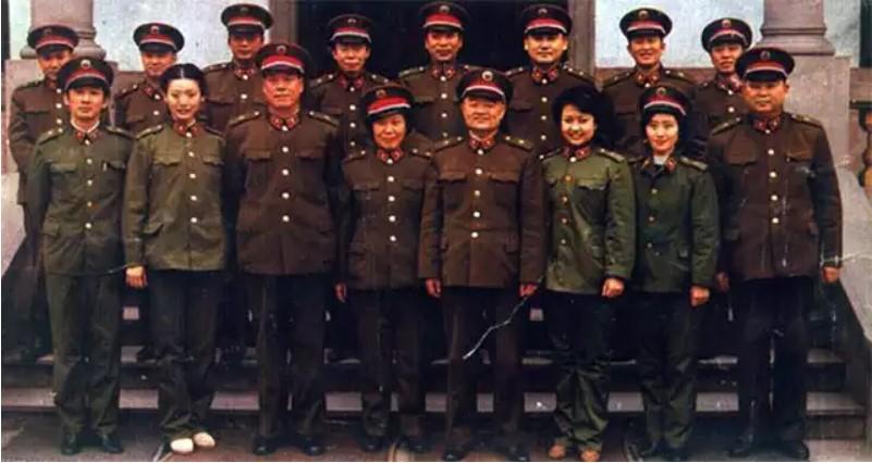 Vợ Tập Cận Bình đã từng hát cổ vũ lính Trung Quốc trong chiến tranh biên giới - Ảnh 7