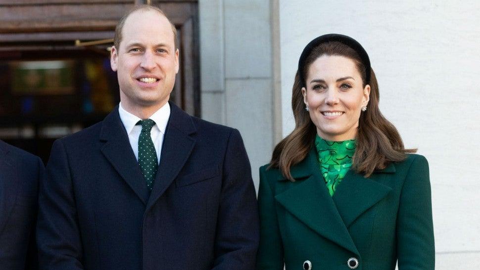 Vương tử William và Công tước phu nhân Kate bị yêu cầu từ bỏ chức danh hoàng tộc Anh