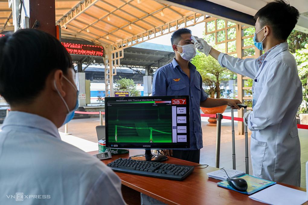 TP.HCM cách ly người đến từ Hải Phòng, Bình Dương; 1.500 học sinh Quảng Ninh phải nghỉ do liên quan ca nhiễm nCoV - Ảnh 1