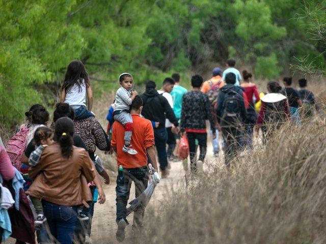 Chính quyền Biden đã thả 23.400 người vượt biên vào Mỹ chỉ trong 2 tháng