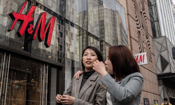 TQ ép các thương hiệu may mặc toàn cầu phải kín đáo về lao động cưỡng bức ở Tân Cương