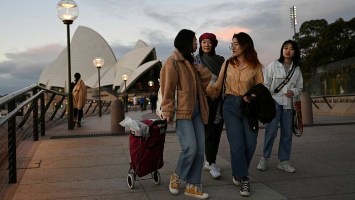 Các nhà đầu tư Trung Quốc quay lưng lại với Úc sau cuộc trấn áp của Canberra - Ảnh 1