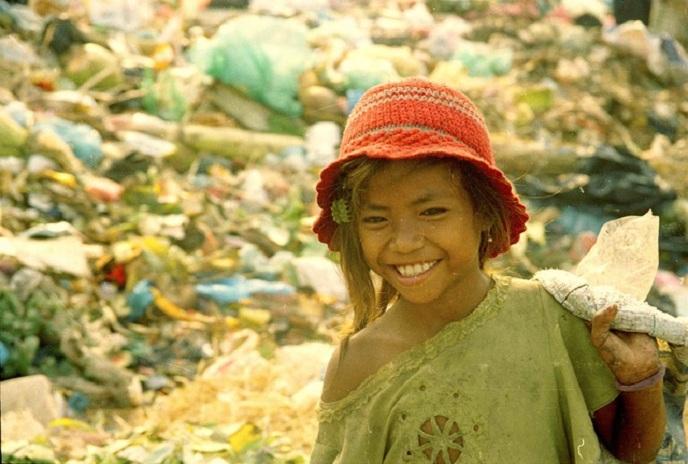 Cô bé nghèo nhặt rác nhận học bổng toàn phần và tốt nghiệp thủ khoa Đại học Úc - Ảnh 1