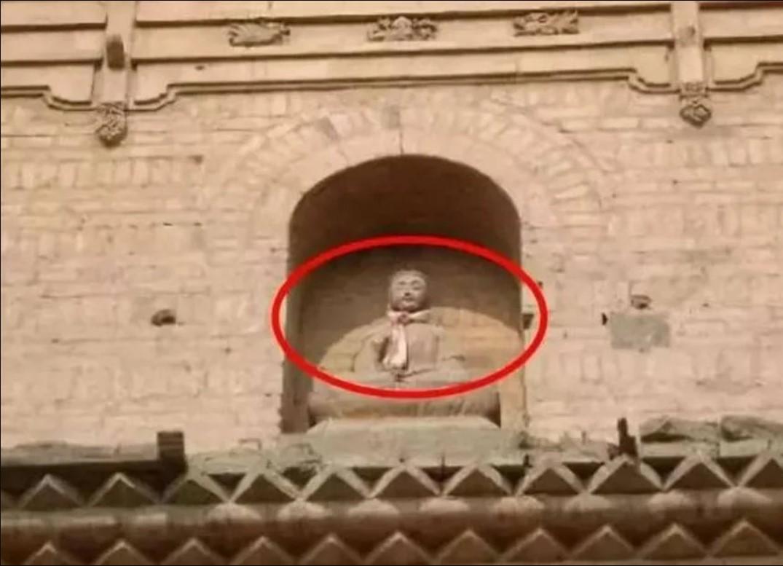 Tượng Phật 'hiển linh', đưa tay đón bé gái rơi từ tầng 12 của tòa tháp - Ảnh 2