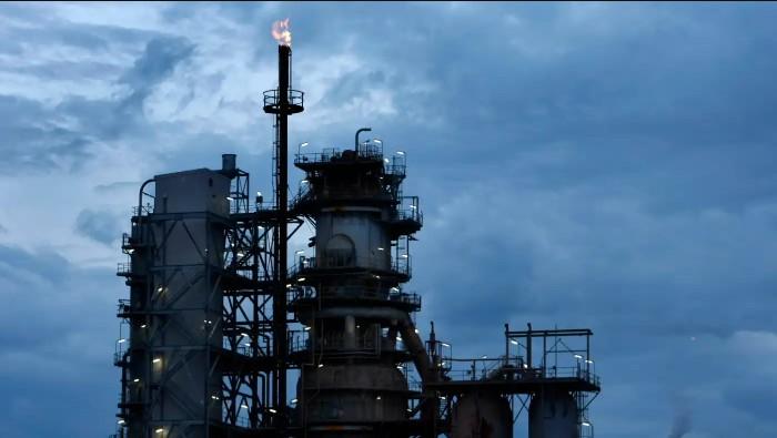 Xăng dầu giá rẻ từ Trung Quốc khiến các nhà máy lọc dầu tại Úc lao đao