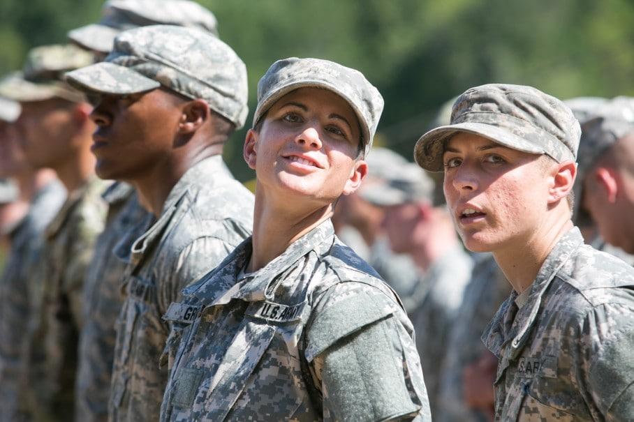 Nữ sĩ quan bộ binh đầu tiên của Hoa Kỳ: Hạ thấp tiêu chuẩn thể lực đối với phụ nữ là nguy hiểm