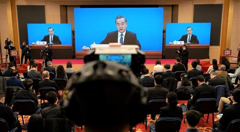 Bộ trưởng Ngoại giao Trung Quốc Vương Nghị phát biểu trong cuộc họp báo video từ xa được tổ chức bên lề cuộc họp thường niên của Đại hội Đại biểu Nhân dân Toàn quốc Trung Quốc tại Bắc Kinh, vào ngày 7/3/2021