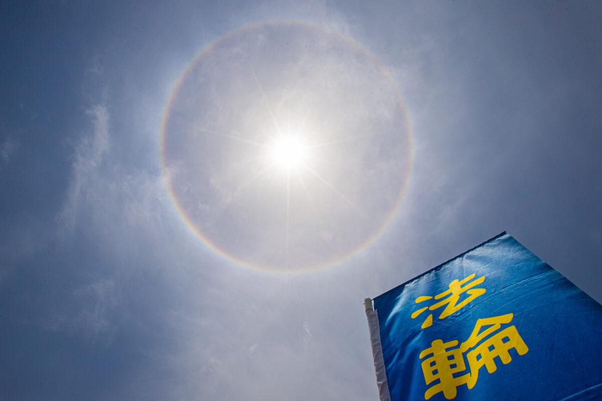 vòng ánh sáng xuất hiện xung quanh mặt trời