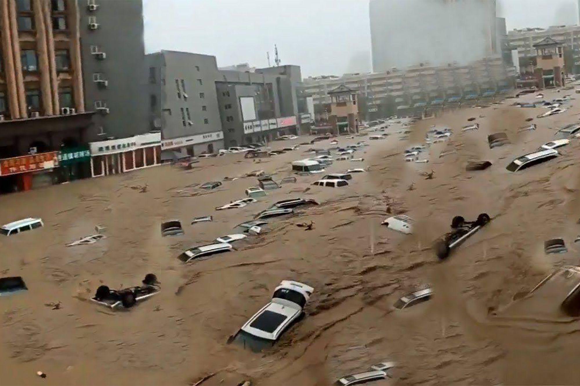 Passagers piégés dans le métro et rues dévastées : inondations meurtrières  en Chine