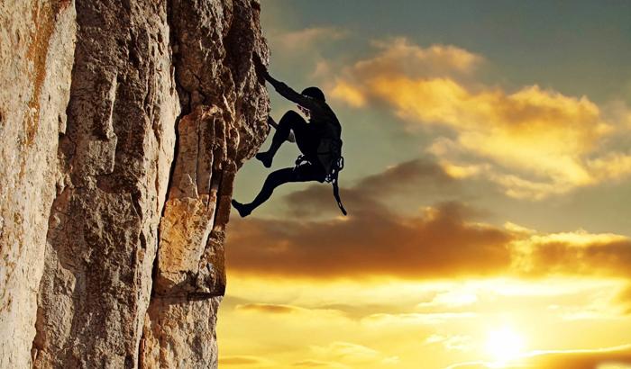 Có người cho rằng hạnh phúc lớn nhất của đời người là ở tại đỉnh núi, vì vậy dùng cả đời để leo lên đỉnh núi.