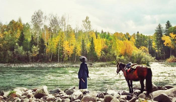 Đường xa mới biết ngựa hay, ở lâu mới biết sự thẳng ngay của lòng người.