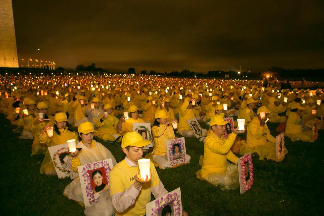 עצרת לאור נרות באנדרטת וושינגטון לזכר מתרגלי פאלון גונג שנרצחו ברדיפה בסין  | Falun Dafa - Minghui.org