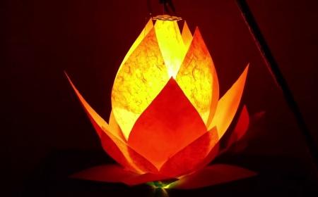 Chuyện cổ Phật gia: Người mù thắp đèn phí dầu chăng